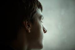 Retrato adolescente del muchacho imagenes de archivo