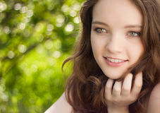 Retrato adolescente hermoso de la muchacha al aire libre Imágenes de archivo libres de regalías