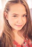 Retrato adolescente joven hermoso de la muchacha Fotografía de archivo libre de regalías