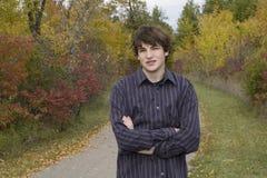 Retrato adolescente ocasional en parque Foto de archivo libre de regalías