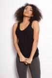 Retrato afroamericano atractivo de la muchacha en el suéter blanco Foto de archivo libre de regalías