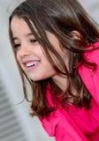 Retrato agradable de una niña bonita feliz Foto de archivo libre de regalías