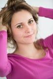 Retrato aislado del adolescente joven alegre Foto de archivo