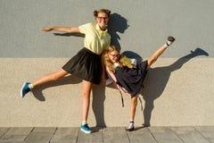 Retrato al aire libre de dos muchachas Foto de archivo libre de regalías
