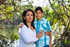 Retrato al aire libre de la madre y del hijo Imágenes de archivo libres de regalías