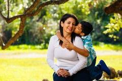 Retrato al aire libre de la madre y del hijo Fotografía de archivo libre de regalías