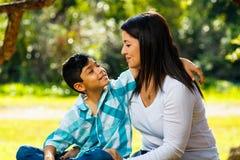 Retrato al aire libre de la madre y del hijo Imagen de archivo