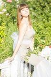 Retrato al aire libre de la moda de la morenita sensual hermosa joven imagenes de archivo