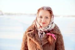 Retrato al aire libre de la mujer bonita joven Fotos de archivo