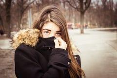 Retrato al aire libre de un adolescente Foto de archivo