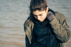 Retrato al aire libre de un adolescente bonito Fotos de archivo