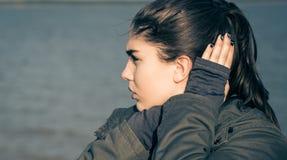 Retrato al aire libre de un adolescente pensativo Fotografía de archivo libre de regalías