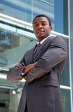 Retrato al aire libre de un hombre de negocios africano Fotos de archivo libres de regalías