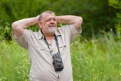 Retrato al aire libre de un hombre mayor barbudo Imágenes de archivo libres de regalías