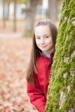 Retrato al aire libre de una muchacha sonriente Fotos de archivo