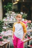 Retrato al aire libre del adolescente bastante pequeño Imágenes de archivo libres de regalías