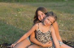 Retrato al aire libre del grupo de adolescentes Imágenes de archivo libres de regalías