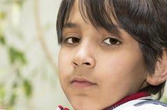 Retrato al aire libre del muchacho. Fotos de archivo