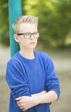 Retrato al aire libre del muchacho confiado del adolescente Fotografía de archivo