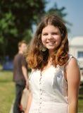 Retrato al aire libre sonriente alegre del adolescente Foto de archivo