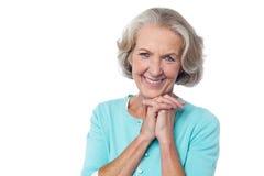 Retrato alegre de la mujer mayor sonriente imagen de archivo