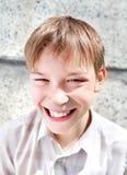 Retrato alegre del niño al aire libre Imagen de archivo libre de regalías