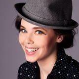 Retrato alegre feliz de la mujer joven Imagen de archivo