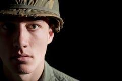 Retrato americano del SOLDADO ENROLLADO EN EL EJÉRCITO imagen de archivo