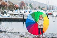 Retrato ao ar livre de uma menina bonito Fotografia de Stock Royalty Free