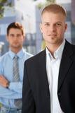Retrato ao ar livre do homem de negócios considerável Fotos de Stock