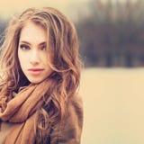 Retrato apacible de una muchacha hermosa Imagen de archivo