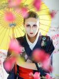 Retrato artístico da mulher da gueixa de japão imagem de stock