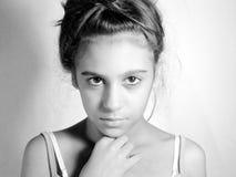 Retrato artístico de una muchacha adolescente Imagen de archivo libre de regalías