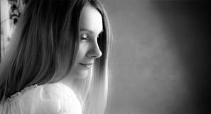 Retrato ascendente cercano de la muchacha Fotos de archivo