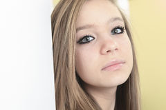 Retrato ascendente cercano de la muchacha Modelo largo de los jóvenes del pelo Imágenes de archivo libres de regalías