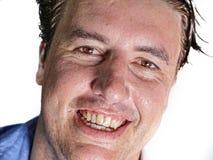 Retrato ascendente cercano del hombre atractivo y confiado joven del empresario en camisa sport que sonr?e mirada feliz y positiv imagen de archivo