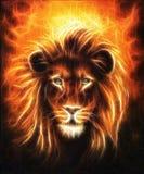 Retrato ascendente cercano del león, cabeza del león con la melena de oro, pintura al óleo detallada hermosa en la lona, efecto d Imagenes de archivo