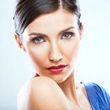 Retrato ascendente próximo da jovem mulher com ombro despido, vestido azul Foto de Stock Royalty Free