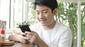 Retrato ascendente próximo do sorriso atrativo asiático do menino seguro consideravelmente vídeos de arquivo