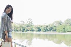Retrato asiático de la mujer adulto femenino joven con maquillaje natural con referencia a Imagen de archivo