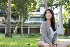 Retrato asiático de la mujer adulto femenino joven con maquillaje natural con referencia a Foto de archivo