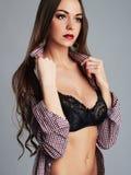 Retrato atractivo hermoso de la mujer joven muchacha sexual de la belleza Foto de archivo