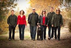 Retrato atrativo da família que anda ao ar livre Foto de Stock
