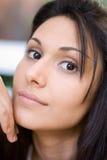 Retrato atrativo da mulher Fotografia de Stock