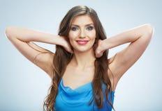 Retrato azul do vestido de noite da jovem mulher bonita Fotografia de Stock
