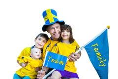 Retrato, bandera y banderín felices del equipo de la familia con el texto imagen de archivo libre de regalías