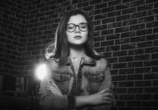 Retrato blanco y negro de la muchacha adolescente hermosa Imagenes de archivo