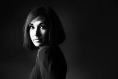 Retrato blanco y negro de la mujer fotografía de archivo libre de regalías
