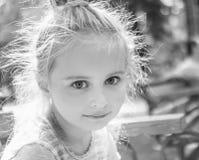 Retrato blanco y negro de la niña Imágenes de archivo libres de regalías