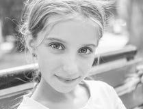Retrato blanco y negro de la niña Fotos de archivo libres de regalías